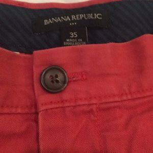 Men's Banana Republic Shorts, Red, Size 35
